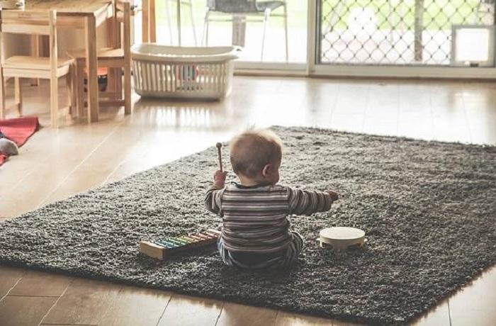 برای اتاق کودک فرش بهتر است یا پارکت